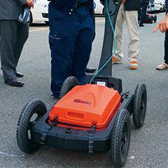 計測器インストラクション:地下レーダー探査システム ユーティリティスキャンDFの検査方法レクチャーおよび実測(現場内掘り起こし前の地中探査)